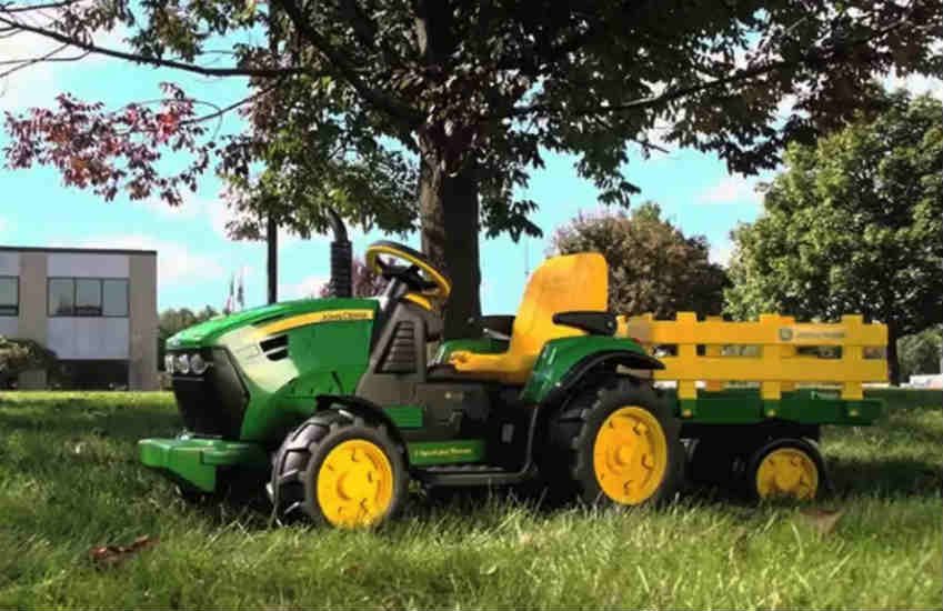 Peg Perego John Deere Ground Force Tractor with Trailer scam